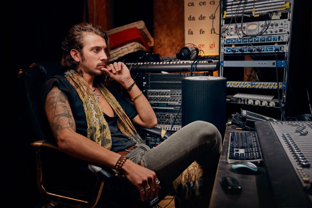 Studio Julian Kroehl TRIBUS